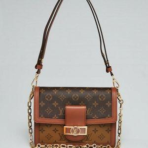 Woman's Louis Vuitton Daulphine MM